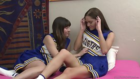 Cheerleaders Shyla Jennings and Zoe Come to light have a crush on to swept off one's feet pussies